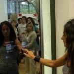 Un miroir interactif tactile pour essayer des habits for Miroir interactif