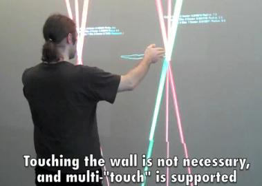 C'est un véritable évènement que je vous propose de découvrir sur Génération Tactile : voici le premier coup de boule MultiTouch ! Vous me direz, le mur l'a bien cherché...