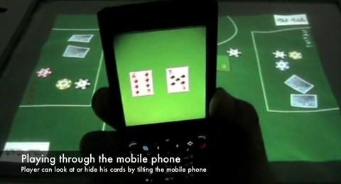 Conçu et fabriqué par des étudiants de l' Université de Duisburg-Essen, «Poker Surface» est un dispositif interactif qui permet de jouer au Poker en utilisant à la fois son téléphone...