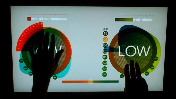 En vacances ou bien au boulot cet été, avez-vous vu les vidéos intitulées töken experience (à gauche) et Multi Touch Light Table: GERGWERK (à droite), Non ? Et bien je...