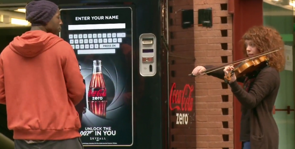 distributeur-coca-cola-tactile-james-bond