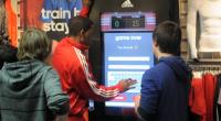 Après la vitrine interactive tactile dont on vous parlait il y a un peu plus d'une semaine, Adidas continue visiblement de s'appuyer sur le formidable pouvoir d'engagement des écrans tactiles...