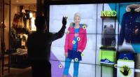 Après le fabuleux Adiverse Virtual Footwear Wall (un mur géant multitouch et connecté), Adidas aime visiblement en mettre plein les mirettes avec le tactile. En effet, la marque aux 3...