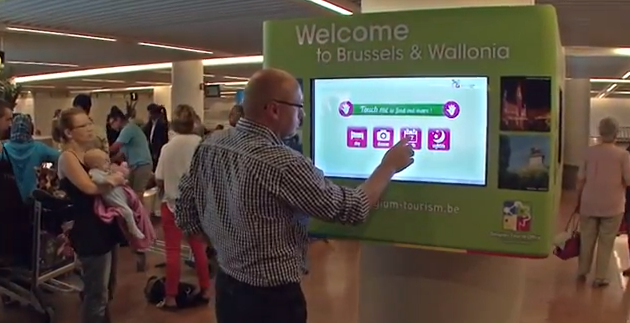 ecran tactile borne aeroport bruxelles
